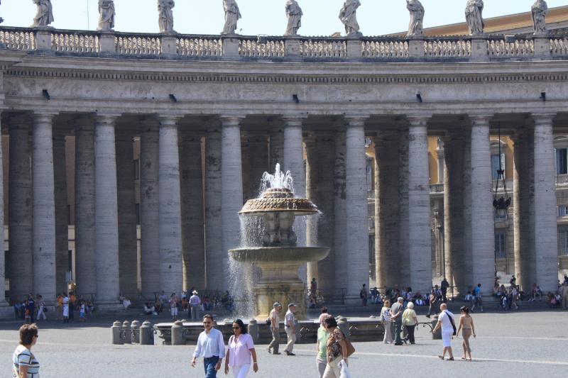 PiazzaSanPietroFountain.JPG