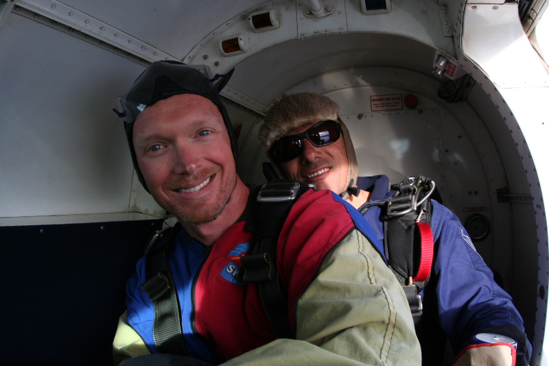 IMG_3372SKYDIVING_SMALL.JPG