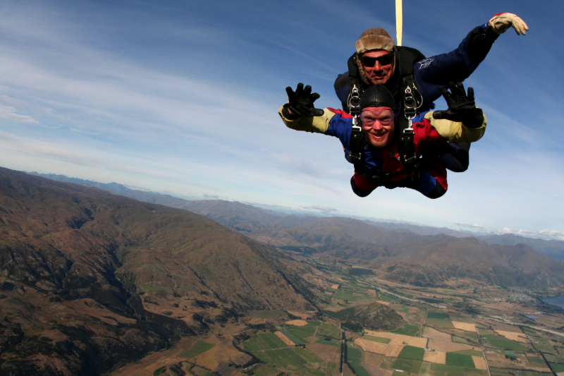 IMG_3432SKYDIVING_SMALL.JPG