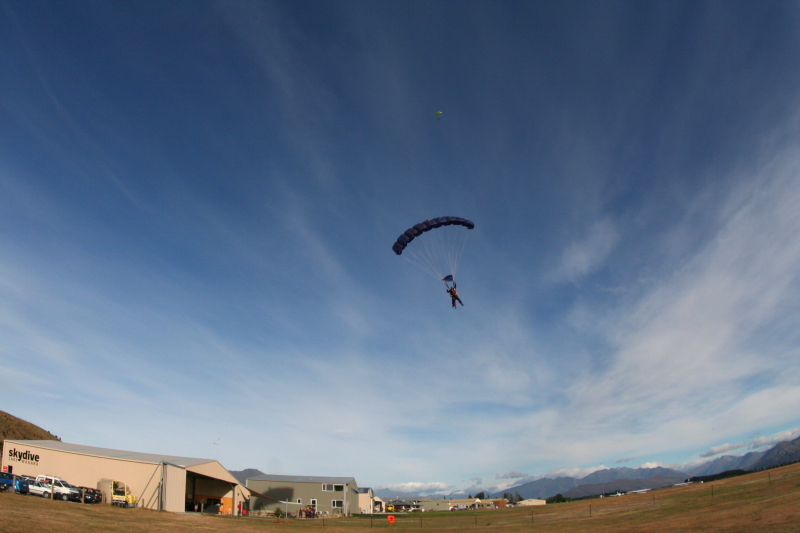 IMG_3442SKYDIVING_SMALL.JPG